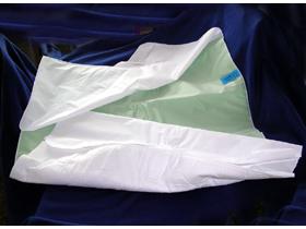 MEDInation Bettenunterlagen grün mit Flügeln, 85 x 90 cm, waschbar
