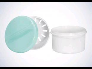 Zahnprothesenbecher